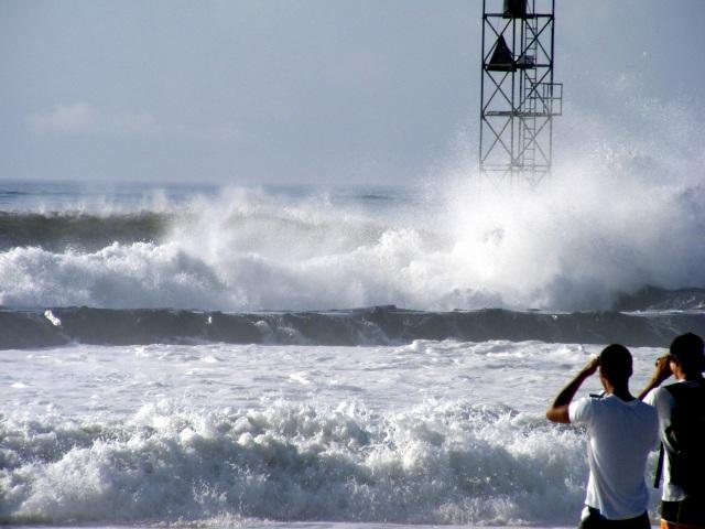Hurricane_Bill_waves_in_New_Jersey